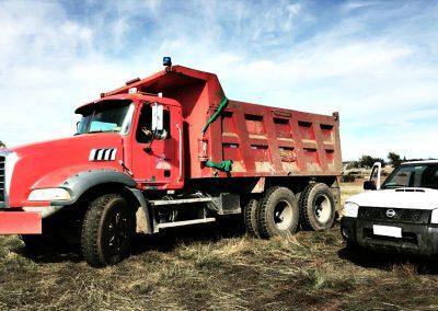 000 - Arriendo Maquinas y Camiones