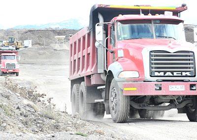 Arriendo Maquinas y Camiones